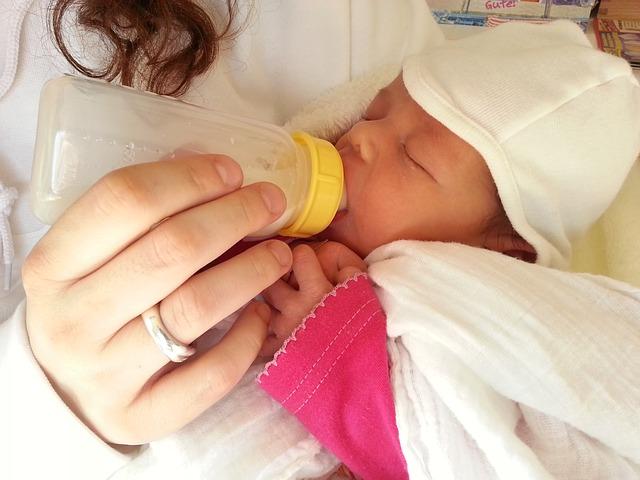 母乳と完ミによる違いはあるの?画像