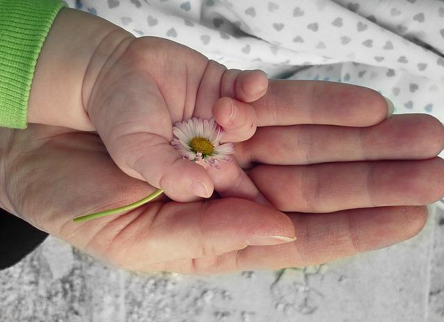 「ママ&キッズナチュラルマーククリームは妊娠初期から出産後まで使える!」のアイキャッチ画像