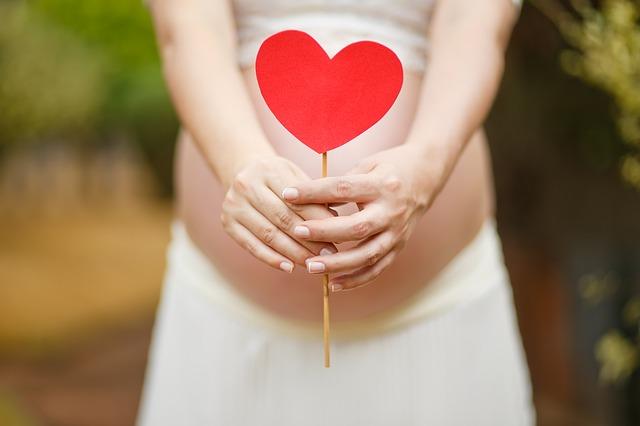 妊娠中のおへその痛みは侮ってはいけない!